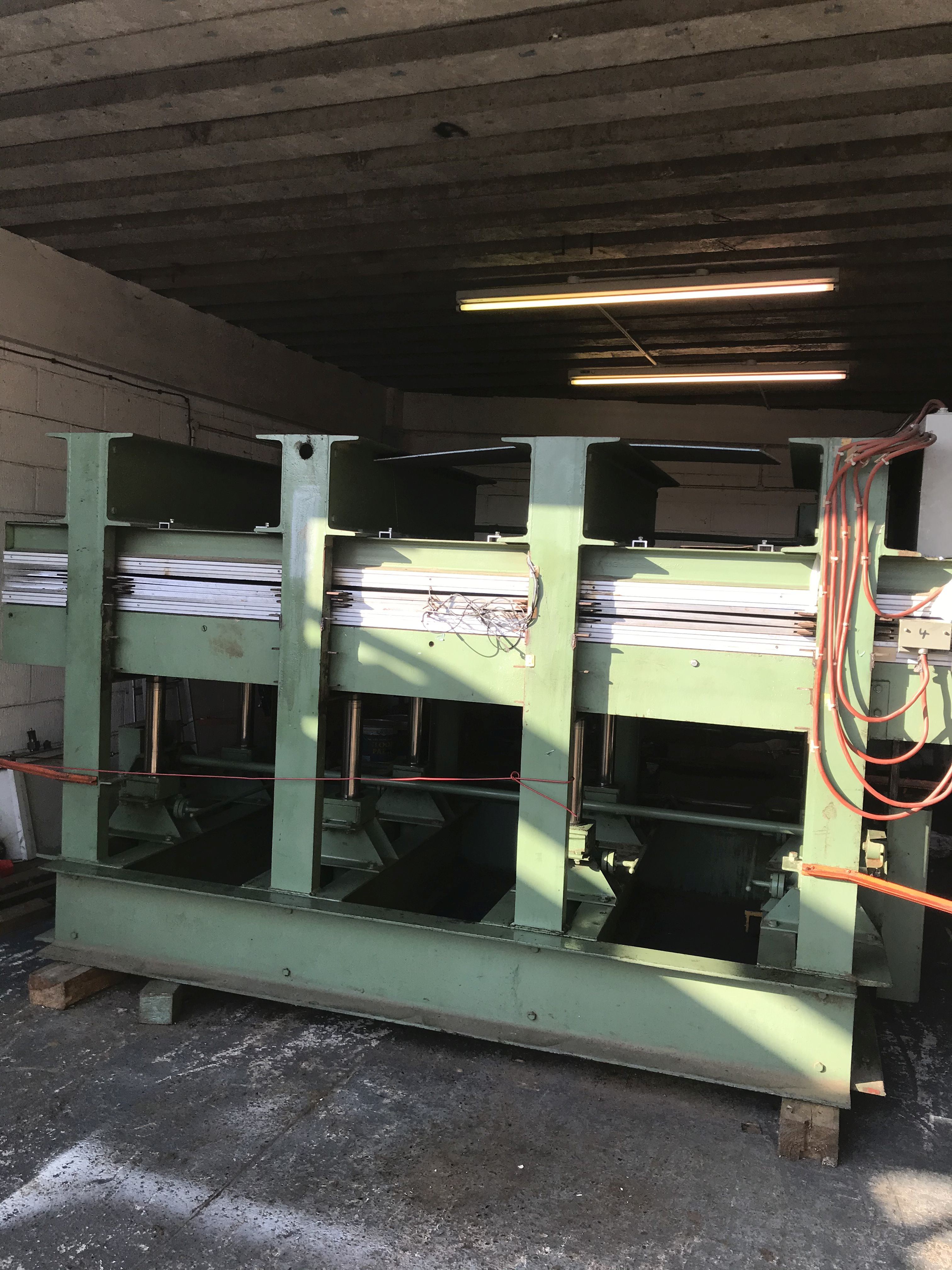 SCHUBERT Press 3000 x 1300mm
